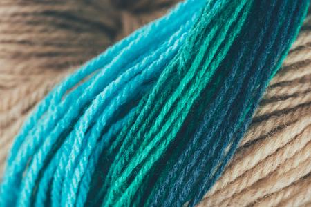 파란색과 녹색 뜨개질 원사 공 스톡 콘텐츠