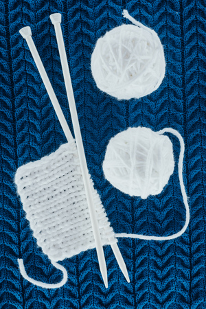white yarn balls and knitting needles Stok Fotoğraf