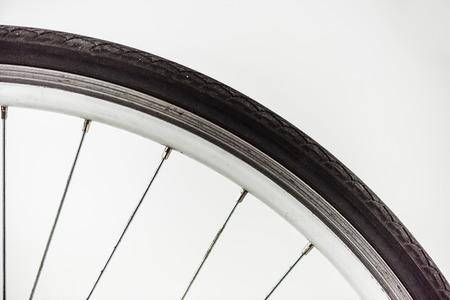 Ruota di bicicletta con cerchione, pneumatico e raggi Archivio Fotografico - 93684040