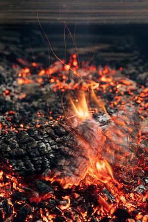 log burning in bonfire 版權商用圖片