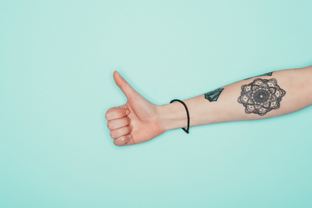 Cropped shot of woman showing thumb up Stockfoto