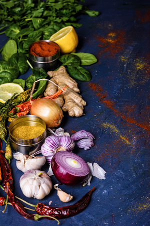 close-up view of parsley, basil, lemon, ginger, peppers, onions and garlic Banque d'images