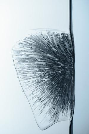 Gros plan, cube glace, fondre, eau, isolé, blanc Banque d'images - 94443445
