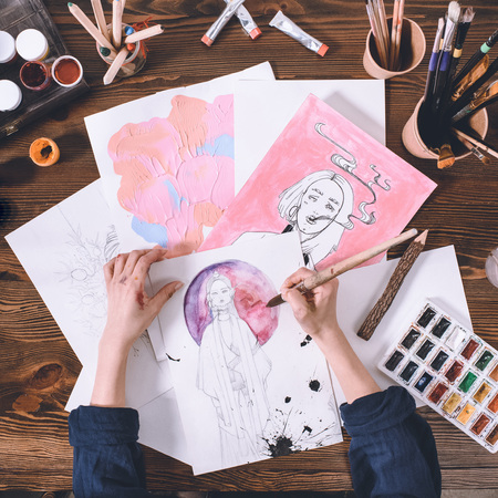 top view of artist making sketches with watercolor paints Banco de Imagens