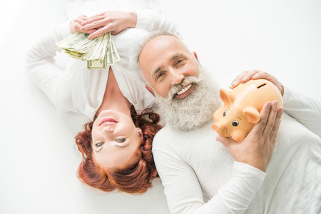 couple with dollars and piggy bank Banco de Imagens - 94902276