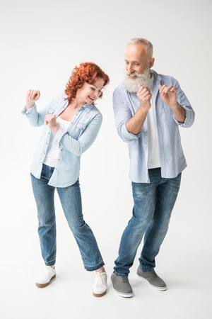 Glückliches Tanzpaar Standard-Bild - 94618532