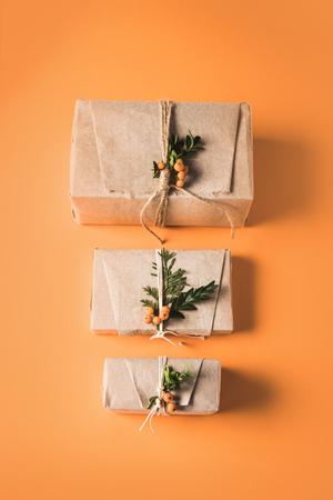 クリスマスプレゼントが並ぶ