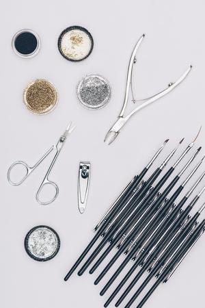 반짝이와 매니큐어 도구의 상위 뷰 스톡 콘텐츠 - 94762716