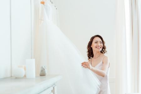웨딩 드레스와 아시아 여자 스톡 콘텐츠 - 94936543