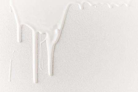 白い滴り塗料