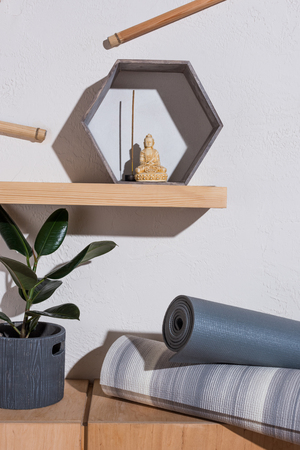 small statue of buddha in frame with incense stick Stockfoto