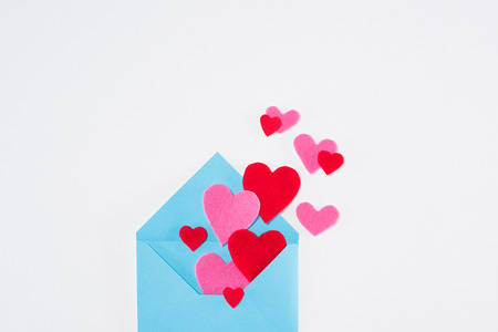 blue envelope with paper hearts isolated on white, valentines day concept Foto de archivo - 95170674