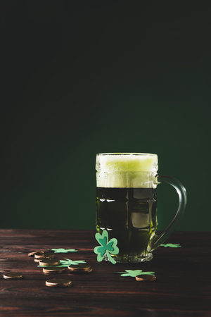 glass of beer with shamrock and golden coins on wooden table, st patricks day concept Stok Fotoğraf - 95331159