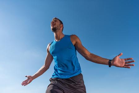 excited sportsman yelling Banco de Imagens - 95917802