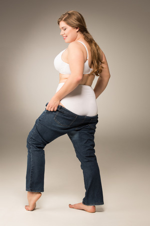 smiling overweight woman waering jeans Stockfoto