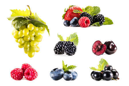 다양 한 신선한 포도와 딸기 흰색 절연 콜라주 스톡 콘텐츠