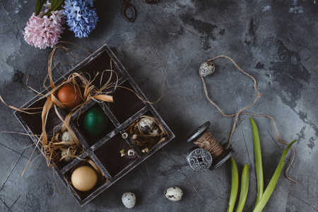 Easter eggs in wooden box with hyacinths on slate background Stockfoto