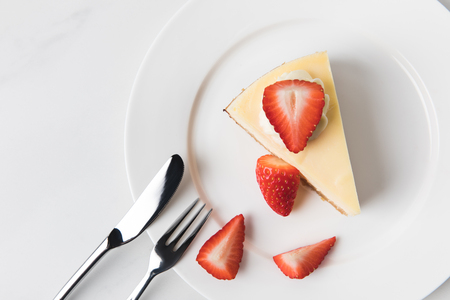 Plate with cheesecake surrounding