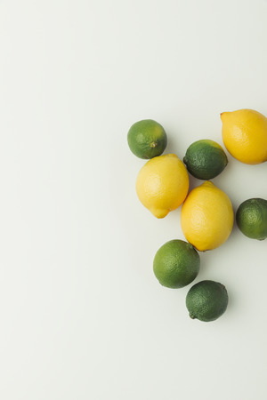 Green limes and yellow lemons isolated on white background 写真素材 - 99304516