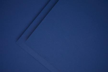 Dunkelblauer geometrischer Papierhintergrund