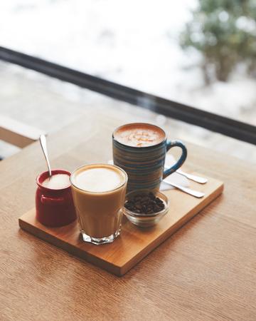 Hot coffee with milk in table in coffee shop Zdjęcie Seryjne
