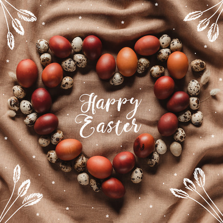 top view of heart shaped frame made of chicken and quail eggs with Happy Easter lettering, stars and floral illustration Imagens