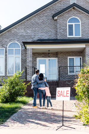 young beautiful family looking at house on sale Banque d'images - 102351768