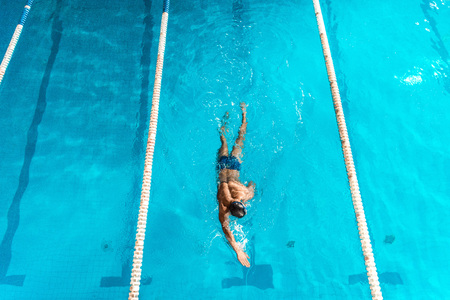 overhead view of swimmer in competition swimming pool with lines Stok Fotoğraf