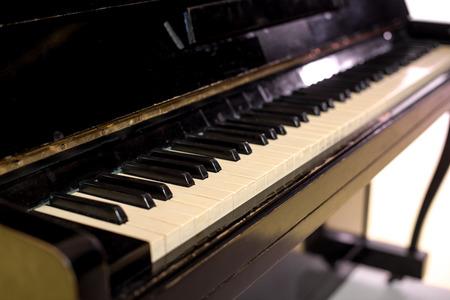 horizontal close up view of piano keyboard Stockfoto - 102661127