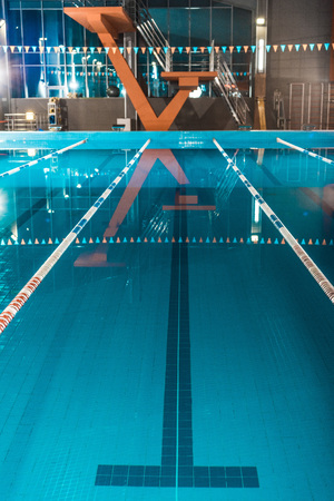 vertical view of lanes of a competition swimming pool 版權商用圖片