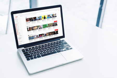 laptop with youtube website on white tabletop Redactioneel
