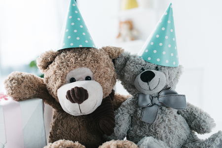 selective focus of teddy bears in cones and gift box Stockfoto
