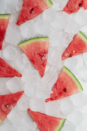 flat lay with arranged watermelon slices lying on ice cubes Banco de Imagens