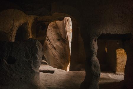 scenic view inside the cave in famous cappadocia, turkey 版權商用圖片 - 105697407