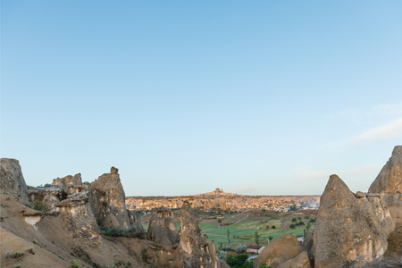 beautiful landscape with scenic rock formations and blue sky in cappadocia, turkey 版權商用圖片 - 105697820