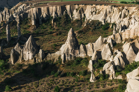 aerial view of scenic rock formations and majestic landscape in cappadocia, turkey 版權商用圖片 - 105704947