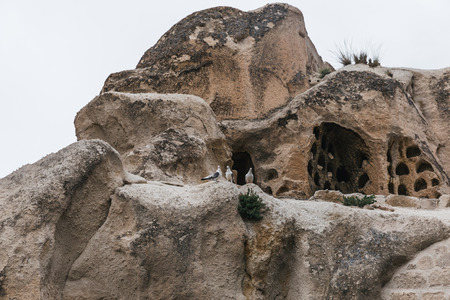 beautiful caves in goreme sandstone at national park, cappadocia, turkey 版權商用圖片 - 105705279
