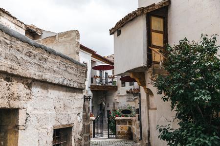 traditional old houses in historical cappadocia, turkey 版權商用圖片 - 105705282