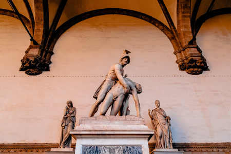Sculpture of Menelaus supports Patroclus's body in Loggia de Lanzi, Florence Imagens