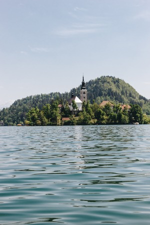 beautiful architecture and scenic lake in mountains, bled, slovenia Imagens