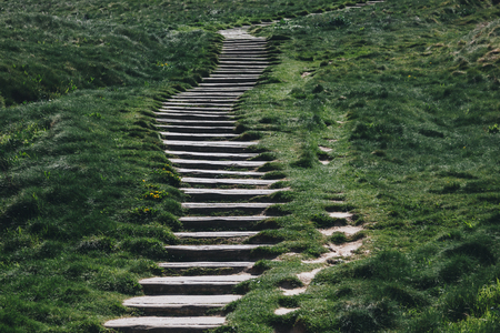 stone stairs through green grass, Etretat, Normandy, France Stockfoto