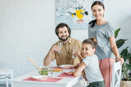 beautiful young family eating breakfast together Stockfoto