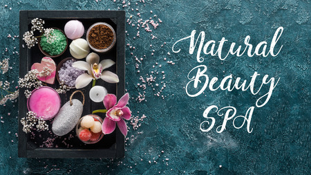 top view of sea salt and organic spa accessories in box and inscription natural beauty spa Zdjęcie Seryjne