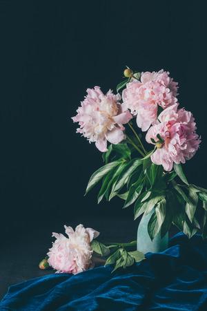 bouquet of light pink peonies in vase on dark background Zdjęcie Seryjne