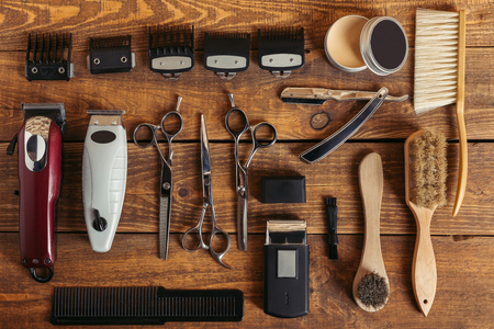 top view of professional hairdressing equipment on wooden table in barbershop Фото со стока - 106498644