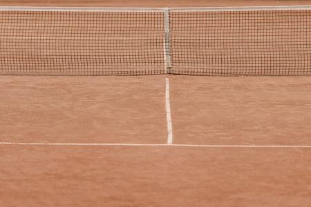 brown tennis court with tennis net 스톡 콘텐츠