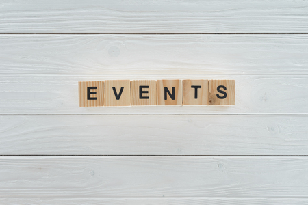 top view of events word made of wooden blocks on white wooden surface Stockfoto