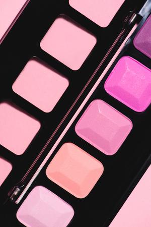 full frame shot of makeup eyeshadows palette Standard-Bild - 106608367
