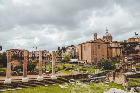 beautiful roman forum ruins on cloudy day, Rome, Italy Banque d'images - 106614710