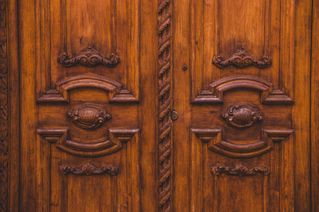 old wooden brown doors in building in Rome, Italy 스톡 콘텐츠